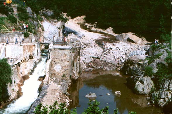http://www.rivernet.org/general/dams/decommissioning_fr_poutes/imgs_sons_video/stet5.jpg